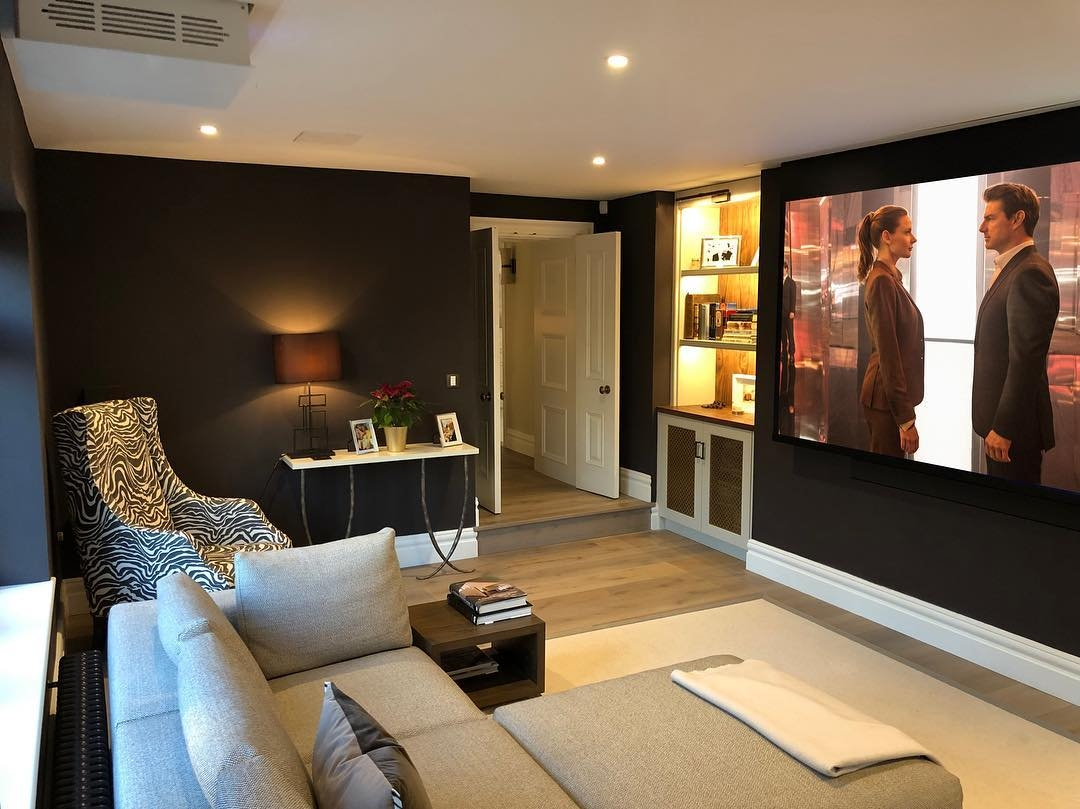 Motorised projector and screen down